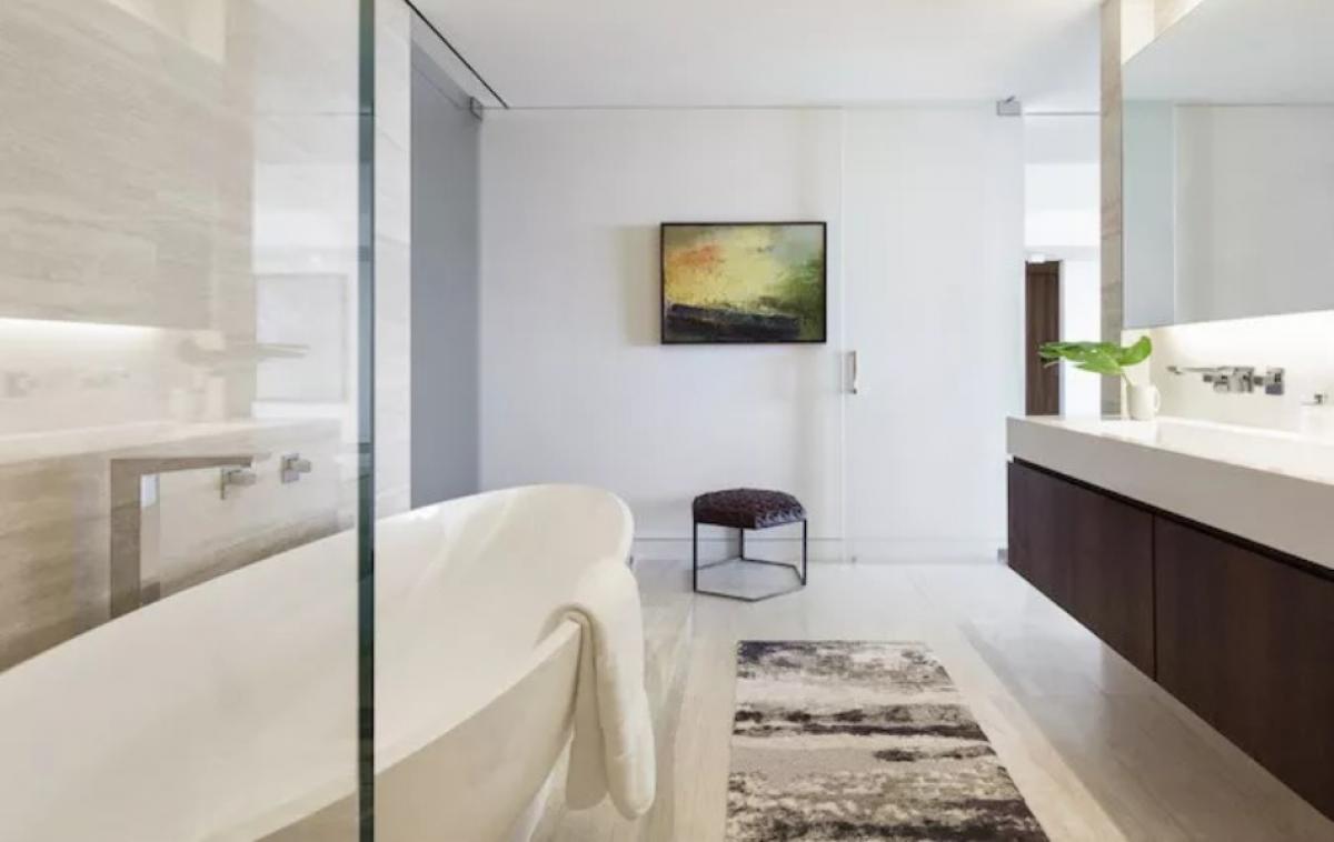 Съвременна и шикозна баня
