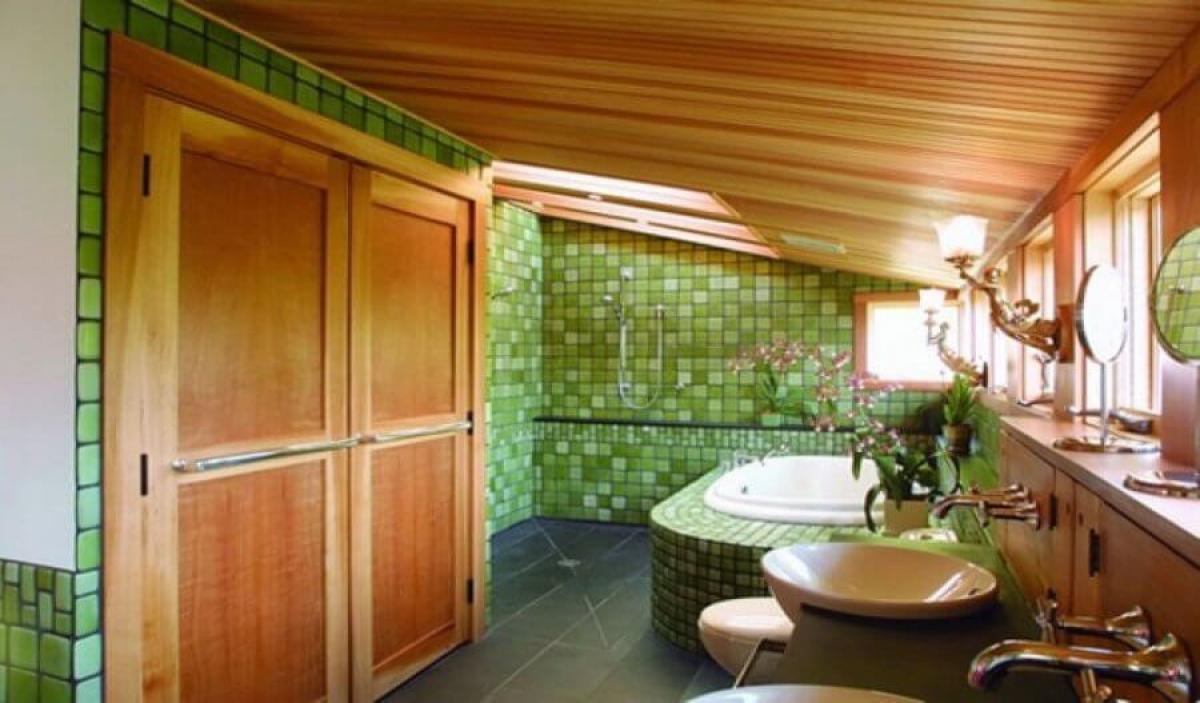 Уютна баня в земни цветове