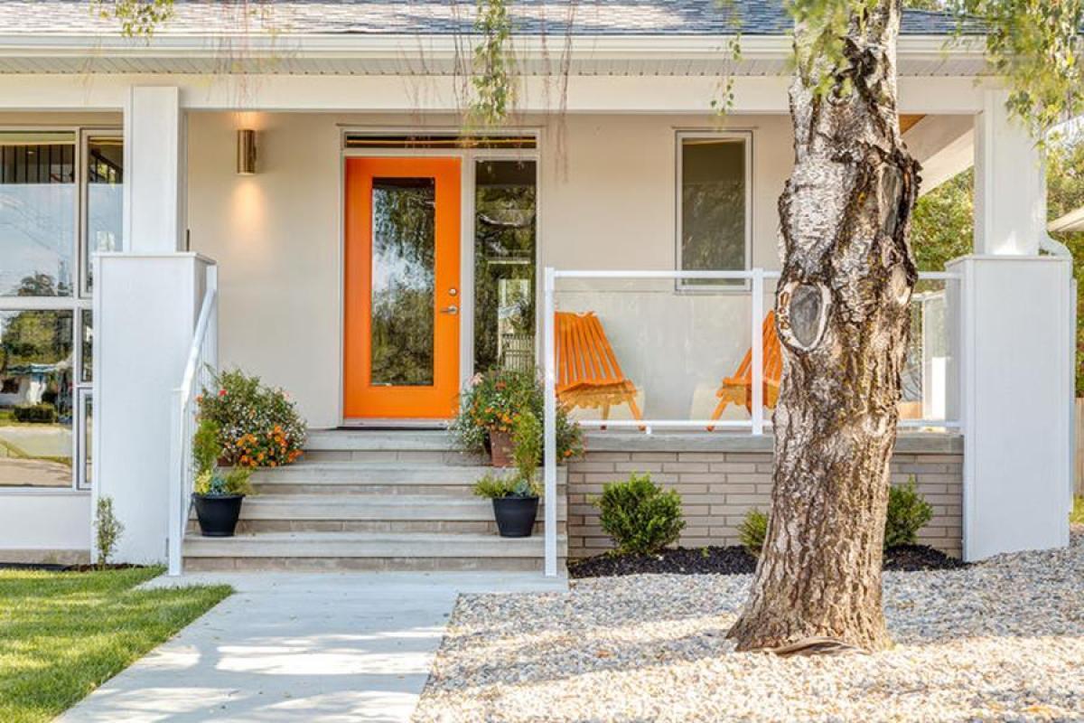 Фасада на къщата и озеленяване на двора: една сбъдната мечта
