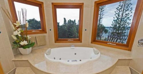 10 забележителни бани от мрамор
