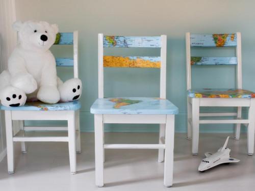 Декорирайте детски стол с хартиена карта на света