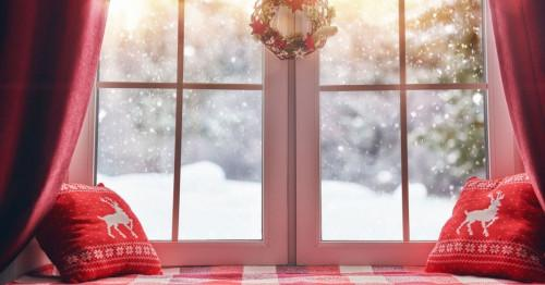 Необичайни идеи за декорация на прозорците за Коледа и Нова година