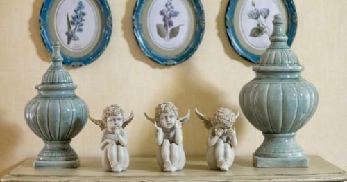 Малки декоративни фигуки в дома