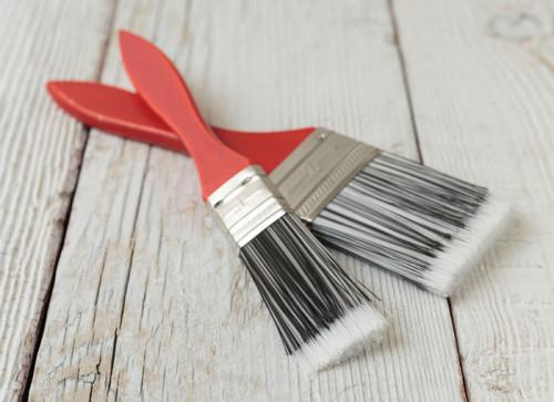 Грешка 1: Избираме нискокачествени четки и валяк за боядисване