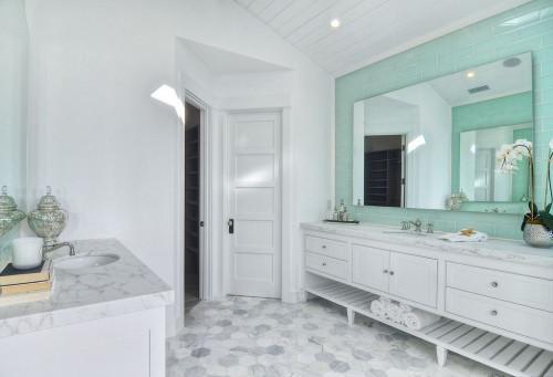 Стилна баня в цвят мента