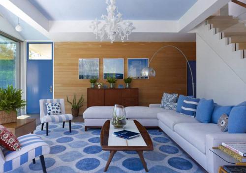 Гарантирано успешна комбинация - синьо, бяло и дърво