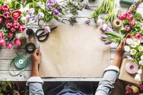 Как да направим красива декорация с флорални елементи?