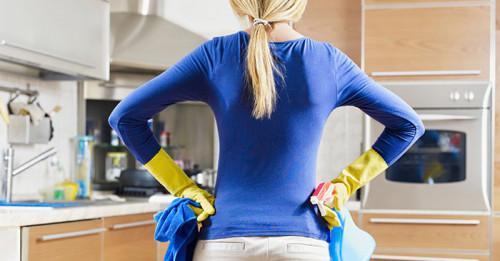Пролетно почистване на кухнята с естествени подръчни материали