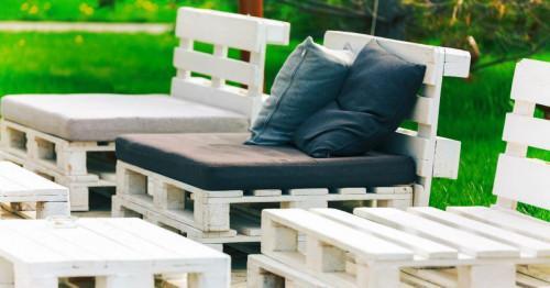 Мебели от палети за твоя уникален вътрешен двор