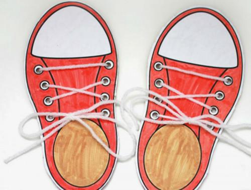 Как най-лесно да научим децата да връзват обувките си