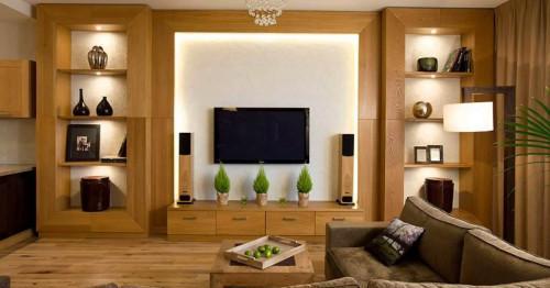 Сравнение на цени - колко струва сами да окачим телевизора си на стена и да наемем изпълнител?