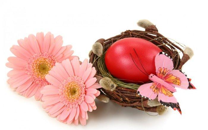 Първото яйце боядисайте червено