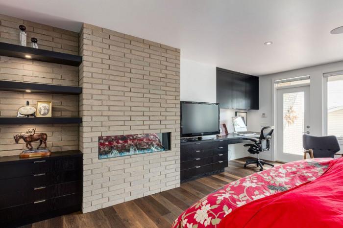 Да хвърлим един поглед и на втория етаж: спалнята е фантастична