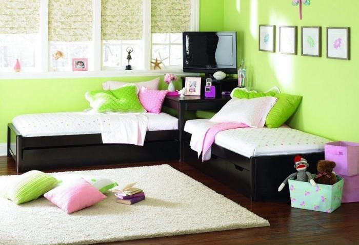 Комплект от две ъглови детски легла спестява място в помещението