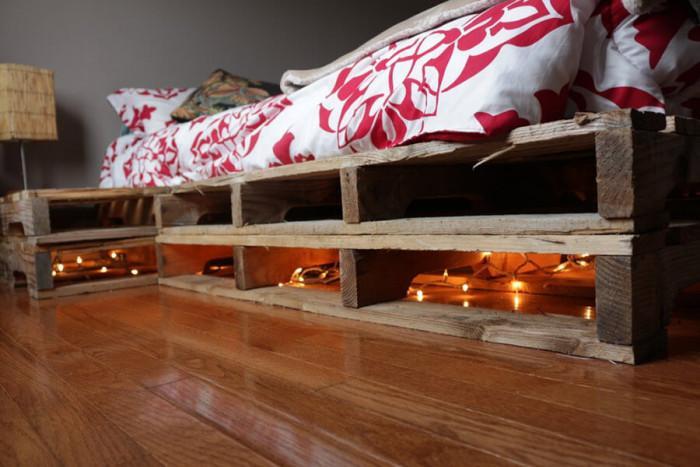 Добавете ефектно осветление към леглото от стари палети