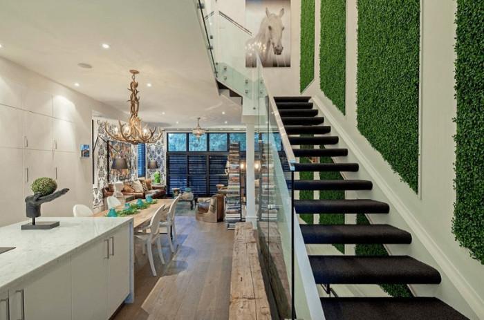 Вертикална градина на стълбището