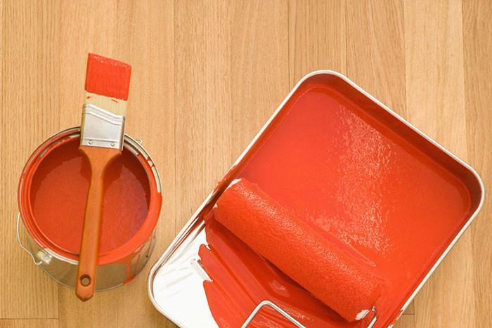 Стъпка 6: Покриваме четката или валяка с твърде много боя