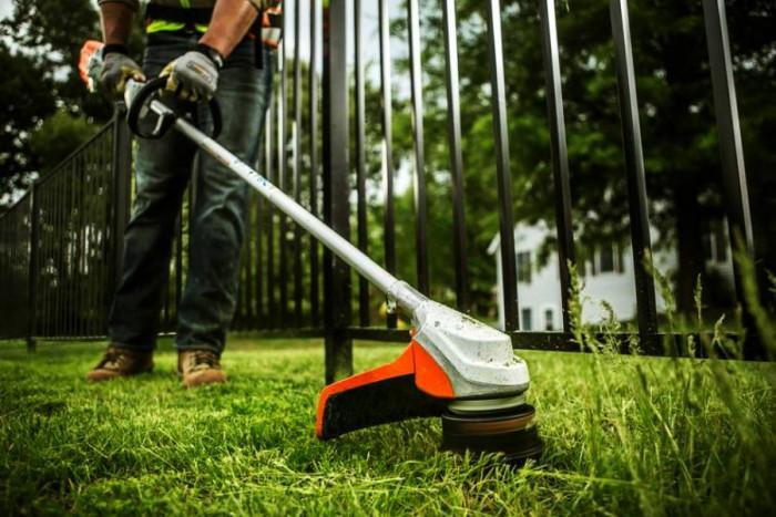 Откъде да си намерим човек да изчисти двора ни?