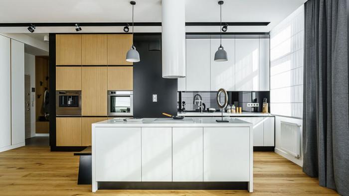 Кухнята се отличава с елегантен и изчистен дизайн