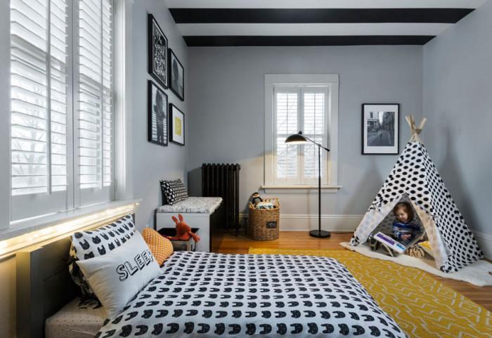 Придайте топлина на пода, като поставите мек килим или невероятна палатка за игра