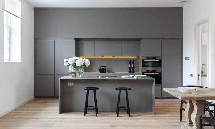 Малка кухня в сиво или бежово – актуална тенденция в наши дни