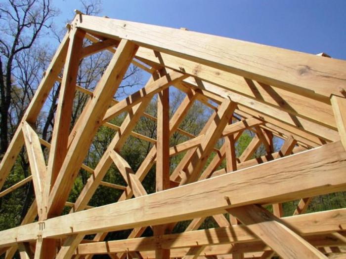 Какво представлява покривната конструкция?