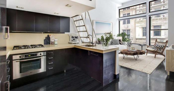 Модерна кухня в неголямо студио – напълно постижимо