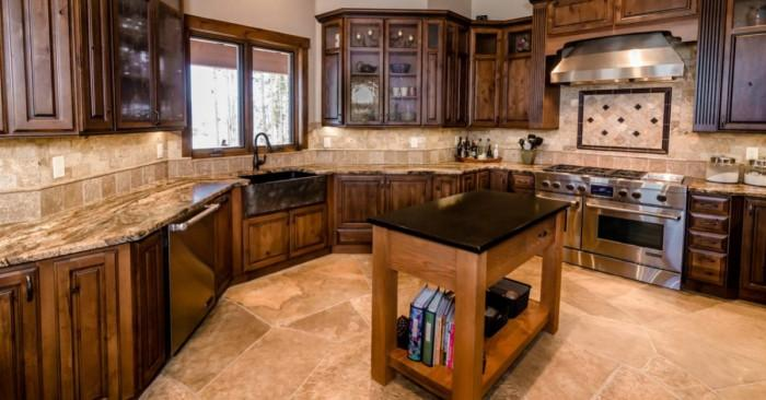 Обзаведете дома си с дървени мебели по поръчка в традиционен стил