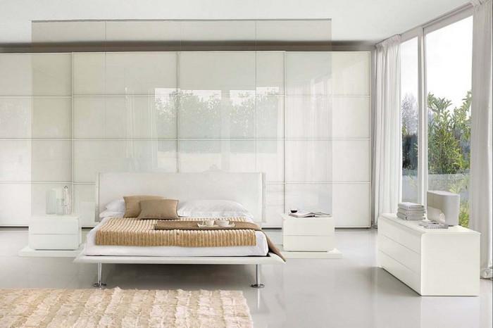 Модерният дом с радост ще приюти една бяла спалня