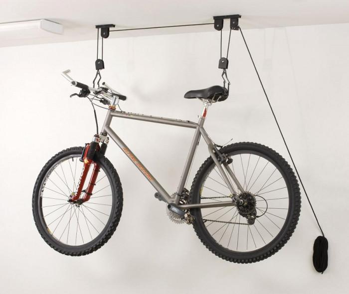 Закачете колелото на тавана