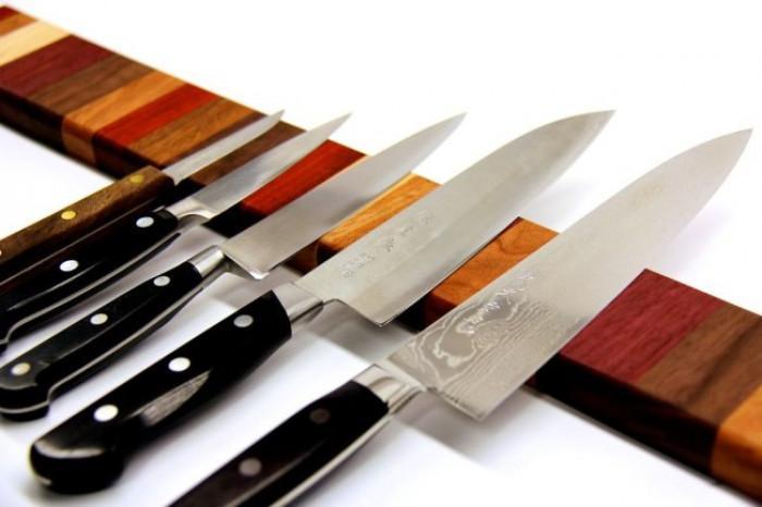 Магнитна поставка за ножове