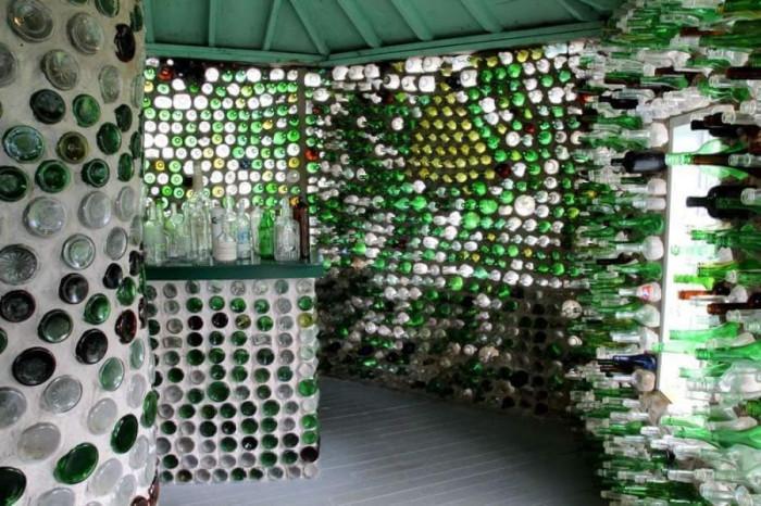 Механата от стъклени бутилки