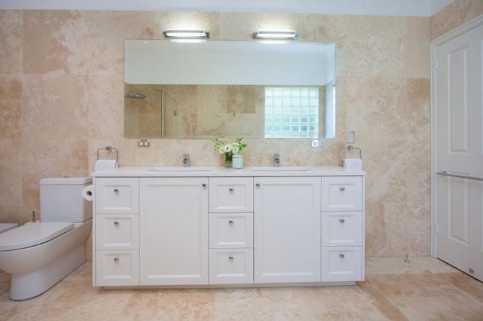 Усещане за безкрайност с огледала за баня без рамка