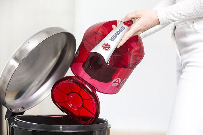 Подменяйте редовно торбичката на прахосмукачката или заложете на уред със специален съд за прах