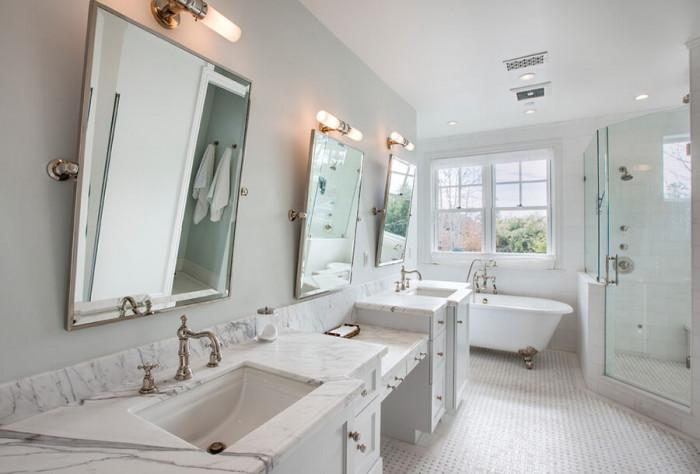 Открийте подходящия ъгъл с подвижни огледала за баня