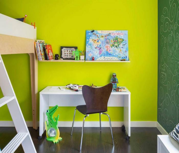 Детска стая, изпълнена с цвят
