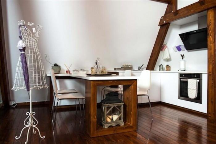 Кухнята впечатлява със семпла визия и красиви детайли