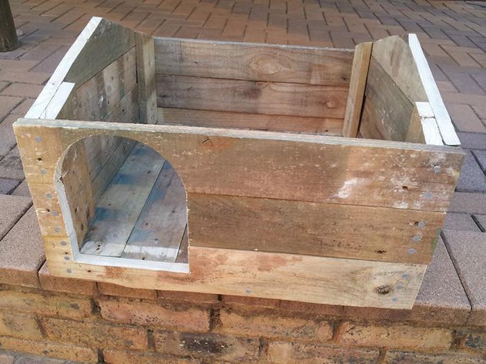 4. Изрежете вратичка и поставете покрива