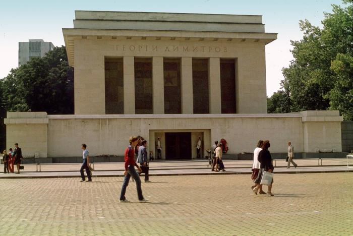 Страховити сгради от времето на комунизма