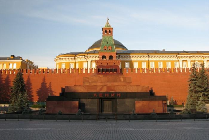 Страховити сгради от времето на комунизма, които още се използват