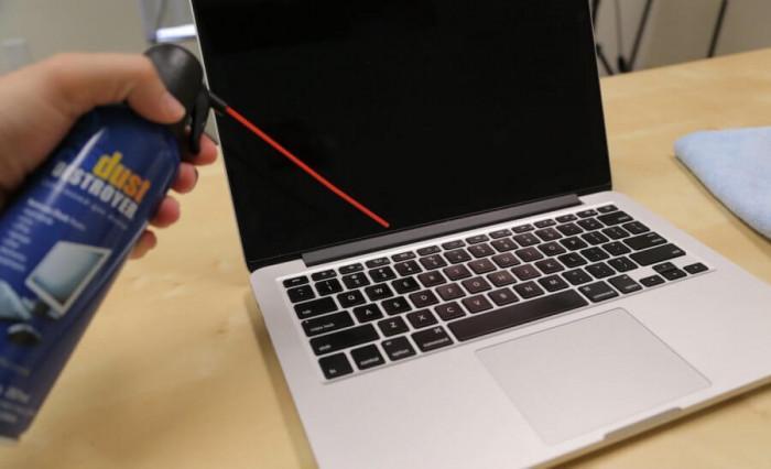 Спрей с компресиран въздух за почистване на клавиатура