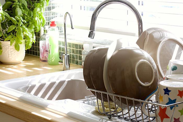 2. Измивайте кухненските съдове след всяко ядене