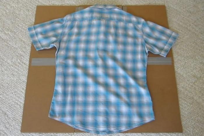 Четвърта стъпка: Използване на вече готовата сгъвачка за тениски и ризи