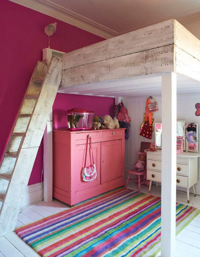 Мини стая под леглото - двуетажно легло със стълба