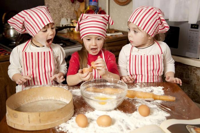 Какво да поверим на децата в кухнята според възрастта им