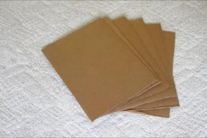 Втора стъпка: Нарежете картона на парчета
