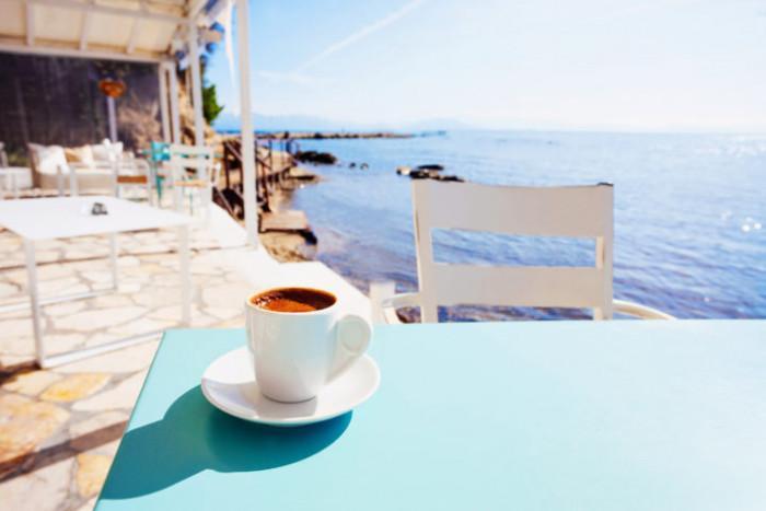 На по чаша кафе в Гърция