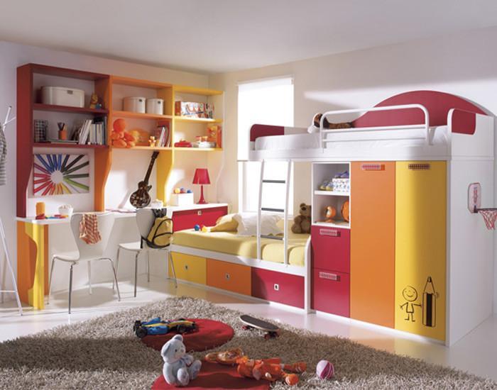 Организиране на пространството - двуетажно легло с шкафове
