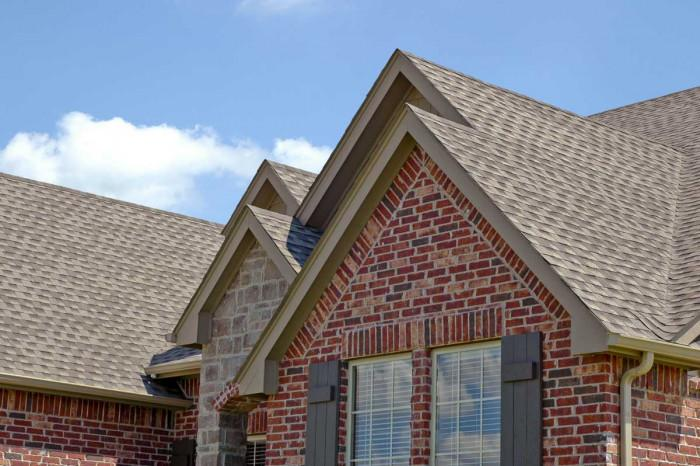 Двускатен покрив: предимства и недостатъци