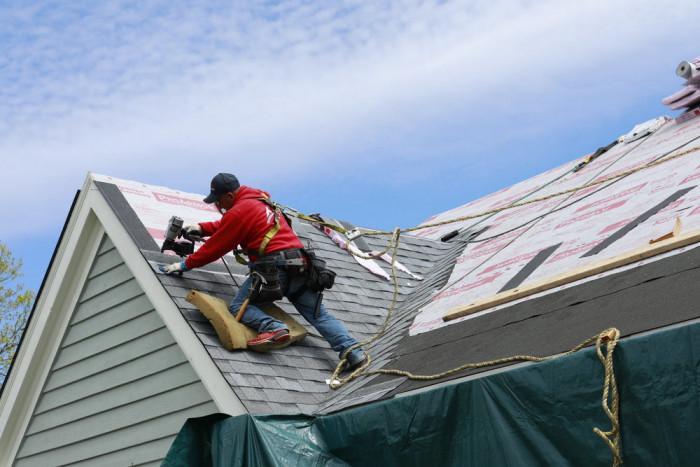 На кого да се доверим за направата на двускатен покрив?